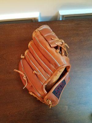 Kid's baseball glove for Sale in Cumming, GA