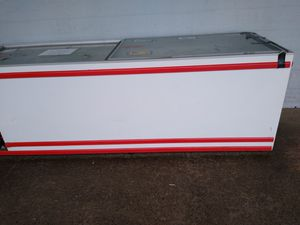 COMMERCIAL FREEZER DOES NOT FREEZE ITS, 7TS LONG for Sale in Providence, RI