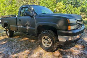 2006 Chevy Silverado 2500HD 6.0 4X4 Pickup Truck for Sale in Jacksonville, FL