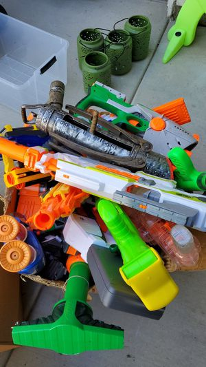 Free 10+ nerf guns and accessories for Sale in Lake Elsinore, CA