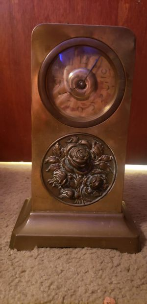 Antique brass clock with rose decoration, working! for Sale in East Point, GA