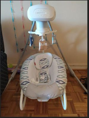 Fisher price - 2 in 1 cradle and swing for Sale in Washington, DC