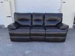35% OFF // OPEN BOX // COSTCO Leather Power Reclining Sofa for Sale in Deerfield Beach, FL