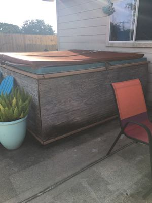 FREE NON WORKING HOT TUB for Sale in League City, TX
