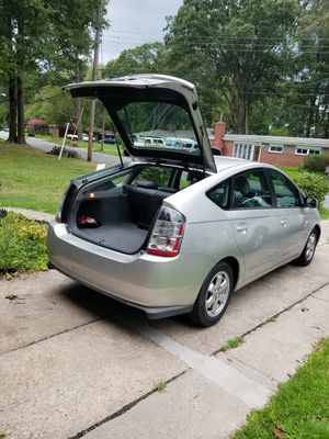 TOYOTA PRIUS 2004 IN EXCELLENT CONDITION158,000 mls NEW HYBRID BATTERY, NEW SPARK PLUGS, NEW CATHALYTIC CONVERTER STATE INSPECTION GOOD THRUE 8/ 20 for Sale in Chesapeake, VA