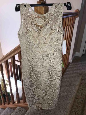 Adrianna Papell gold champagne lace cocktail dress size 2 for Sale in El Sobrante, CA