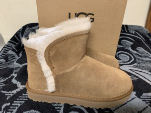 Women's UGG Brand New Size 5 $125 for Sale in Sacramento, CA