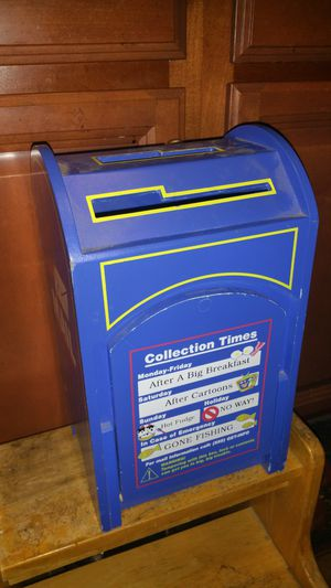 Kids play mail box ised condition for Sale in Garden Grove, CA