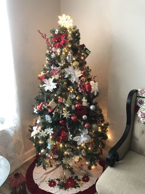 9' CHRISTMAS TREE FOR SALE WITH ORNAMENTS for Sale in Fairfax, VA