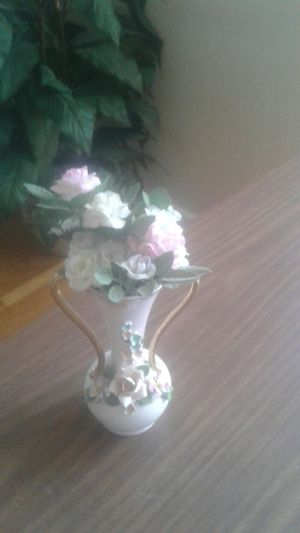 small vase with flowers for Sale in Atwater, CA