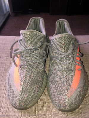 Yeezys size 9.5 for Sale in Fresno, CA