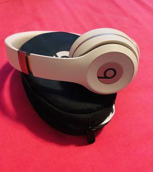 Beats Solo 3 Wireless (Matte Gold) for Sale in Phoenix, AZ