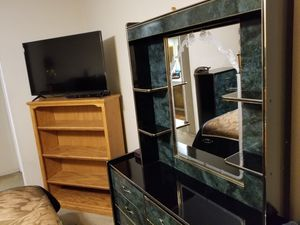 Hate to get rid of it king bedroom set but cant take it to our other house bedroom to small for Sale in Fresno, CA