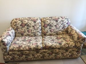 Floral pullout couch for Sale in Pflugerville, TX