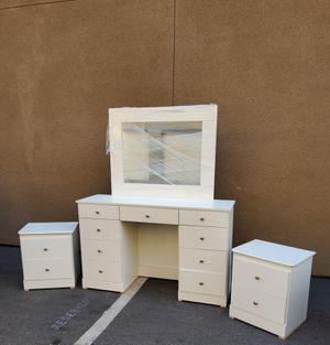 Vanity Bedroom Furniture Set for Sale in Lakewood, CA