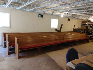 Free Church pews - 22 ft long for Sale in Stone Mountain, GA