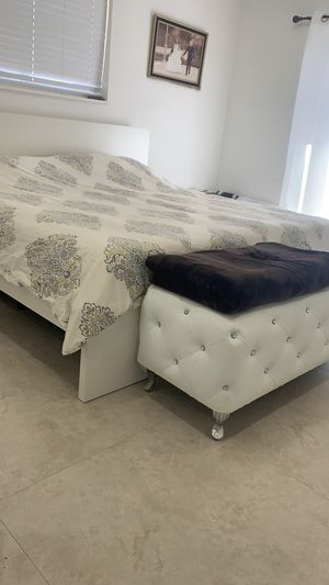 King size mattress Tempur-pedic mattress for Sale in North Miami Beach, FL
