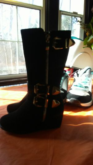 Link small girls boots size 6.toddler for Sale in Beaumont, CA