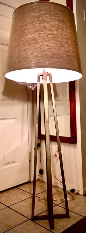 Beautiful modern floor lamp H63xW24 inch for Sale in Chandler, AZ