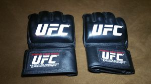 UFC Official Fight Gloves for Sale in Kent, WA
