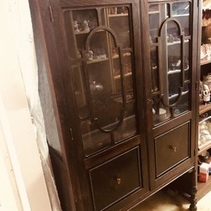 Antique 1800's - 1900 Mahogany Curio Cabinet. for Sale in Tampa, FL
