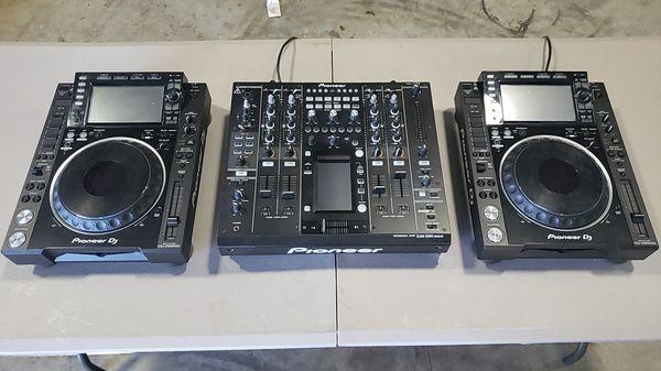 1 Pioneer DJM 2000, 2 CDJ 2000NXS2