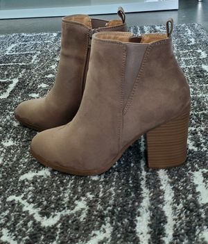 EXPRESS beige boots (size 6) for Sale in Miami, FL