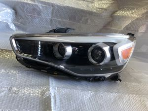 14-16 Kia Cadenza left side headlight for Sale in Elverta, CA