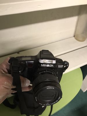 A good camera Minolta working goes with a carrying case for Sale in Lynwood, CA