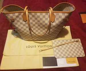 Louis Vuitton Authentic Neverfull MM, big bag in new conditions, Wrislet Brand New, $1,200 Firm on the Price local Pick up, serious buyers only!!! for Sale in Riverside, CA