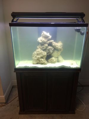 65 gallons drilled salt water fish tank for Sale in Orlando, FL