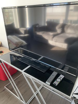 "40"" inch LED Polaroid TV & Two Table stands for Sale in Seattle, WA"