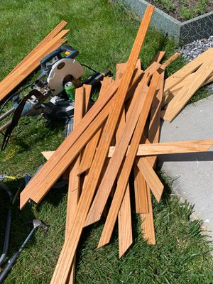 """Free oak molding pieces, mostly around 30"""" long for Sale in Birch Bay, WA"""