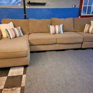 Excellent Sectional Couch In Great Condition for Sale in Issaquah, WA