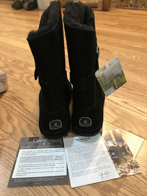 Bearpaws Woman's Boots size 7 & 9 for Sale in Chicago, IL