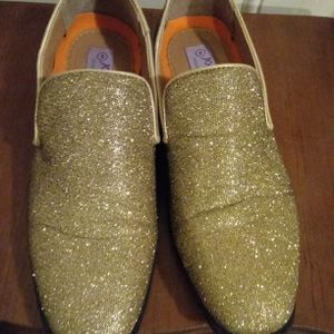 Gold Dress Shoes Size 8 for Sale in Chicago, IL