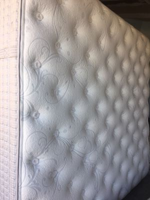 Hybrid King mattress and box springs for Sale in Phoenix, AZ