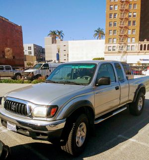 2003 Toyota Tacoma Extended Cab V6 4x4 w/ Tow Package for Sale in Long Beach, CA