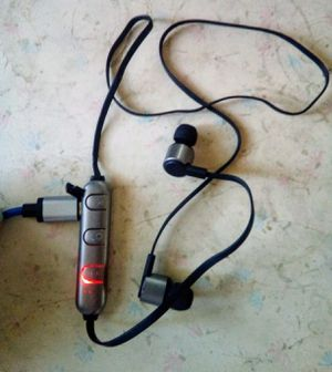 iWorld Bluetooth wireless headphones for Sale in Murray, UT