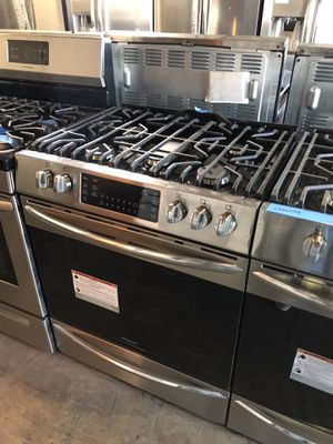 Slide In 30in gas range Frigidaire Gallery convection 6 months warranty for Sale in Baltimore, MD