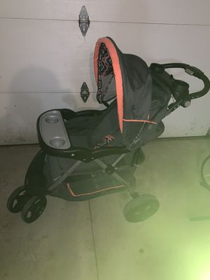 Gently used baby trend car seat and troller for Sale in Parma Heights, OH