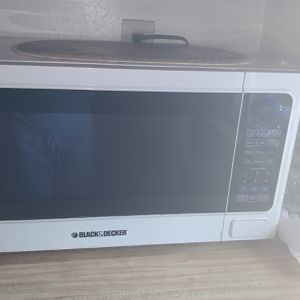 Microwave Black And Dacker for Sale in Anaheim, CA