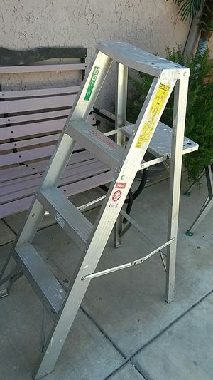 4 ft Aluminium ladder for Sale in Palmdale, CA
