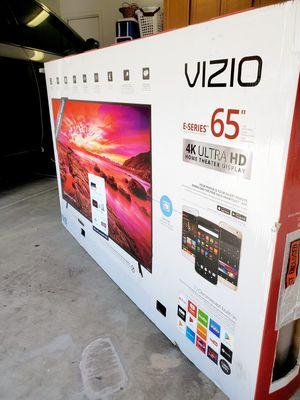 """Vizio 65"""" E-Series smart TV UHD HDR 4K!! EXCELLENT PICTURE!! ORIGINAL BOX!! for Sale in Gilbert, AZ"""