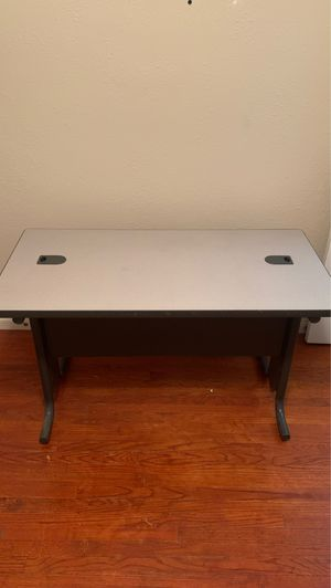 Light grey Computer desk for Sale in Los Angeles, CA