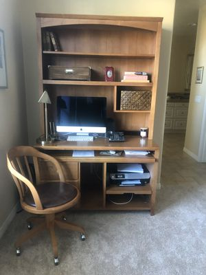 Ethan Allen Desk And Chair for Sale in San Diego, CA