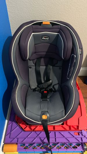 Car Seat Chicco Rear and forward facing reclines for Sale in Fort Lauderdale, FL