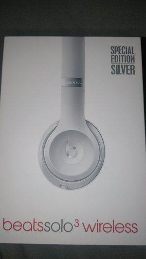 Beats Solo 3 Wireless Special Silver Edition Brand New Opened Box Still Has Plastic On The Headphones/Pick Ups Only/Trade For A PS4 Or iPhone 8 Plus for Sale in Visalia, CA