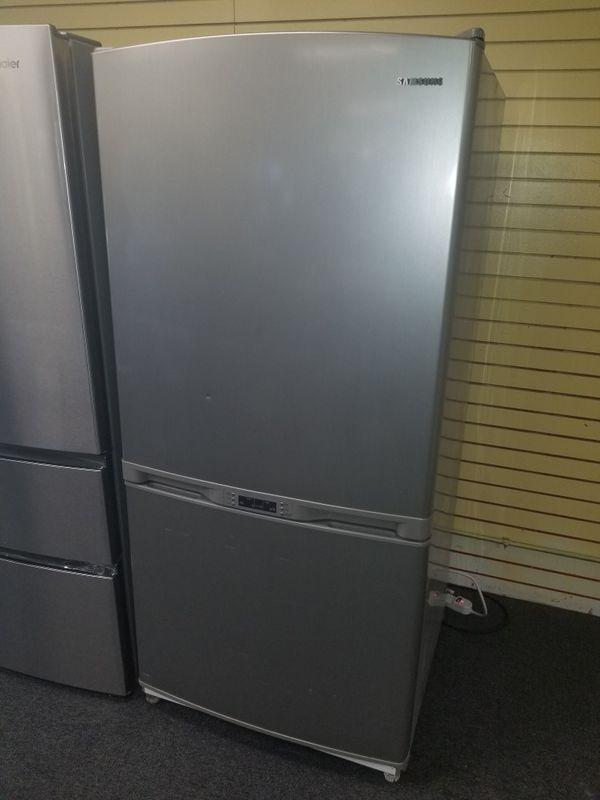 "Samsung 33""wide bottom freezer stainless steel refrigerator in excellent condition"