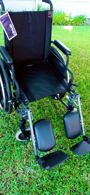 "Wheelchair. Ultralight weight. 18"" for Sale in Buena Park, CA"